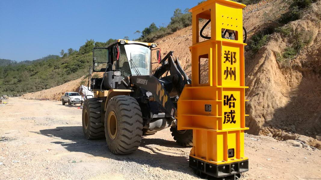 四川省成都至宜宾高速公路项目液压夯实机施工案例